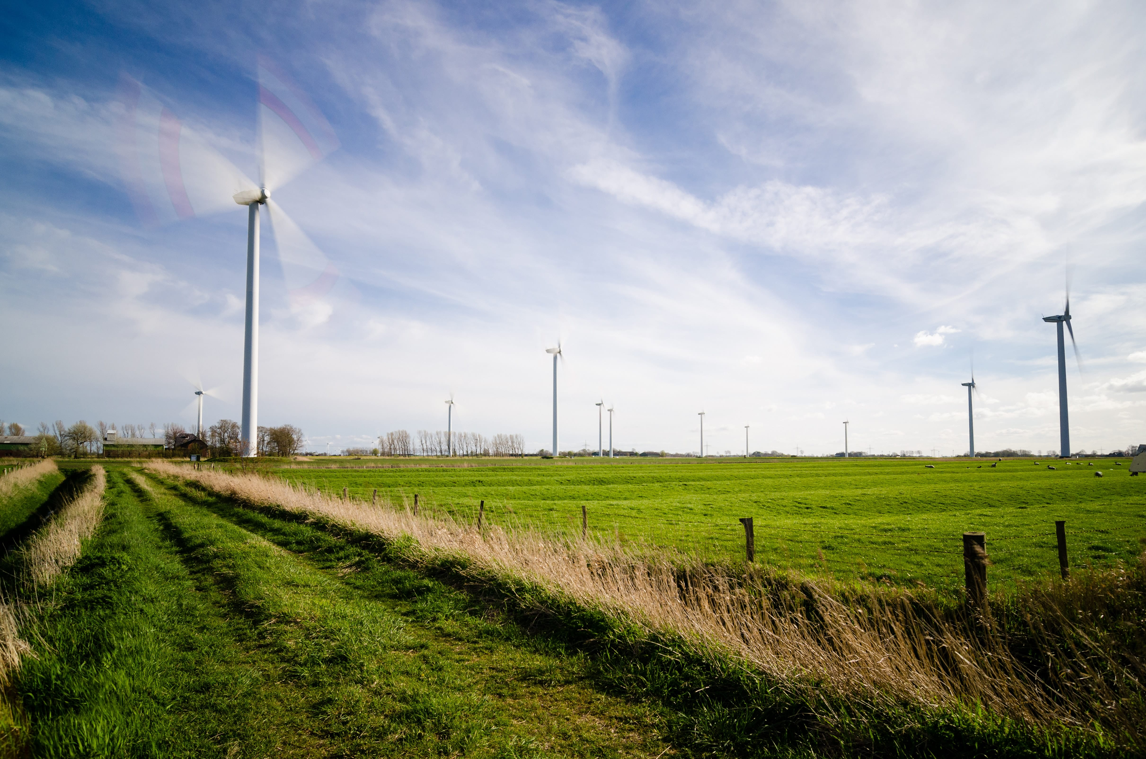 Spinning wind turbine (Pic source: Pexels)